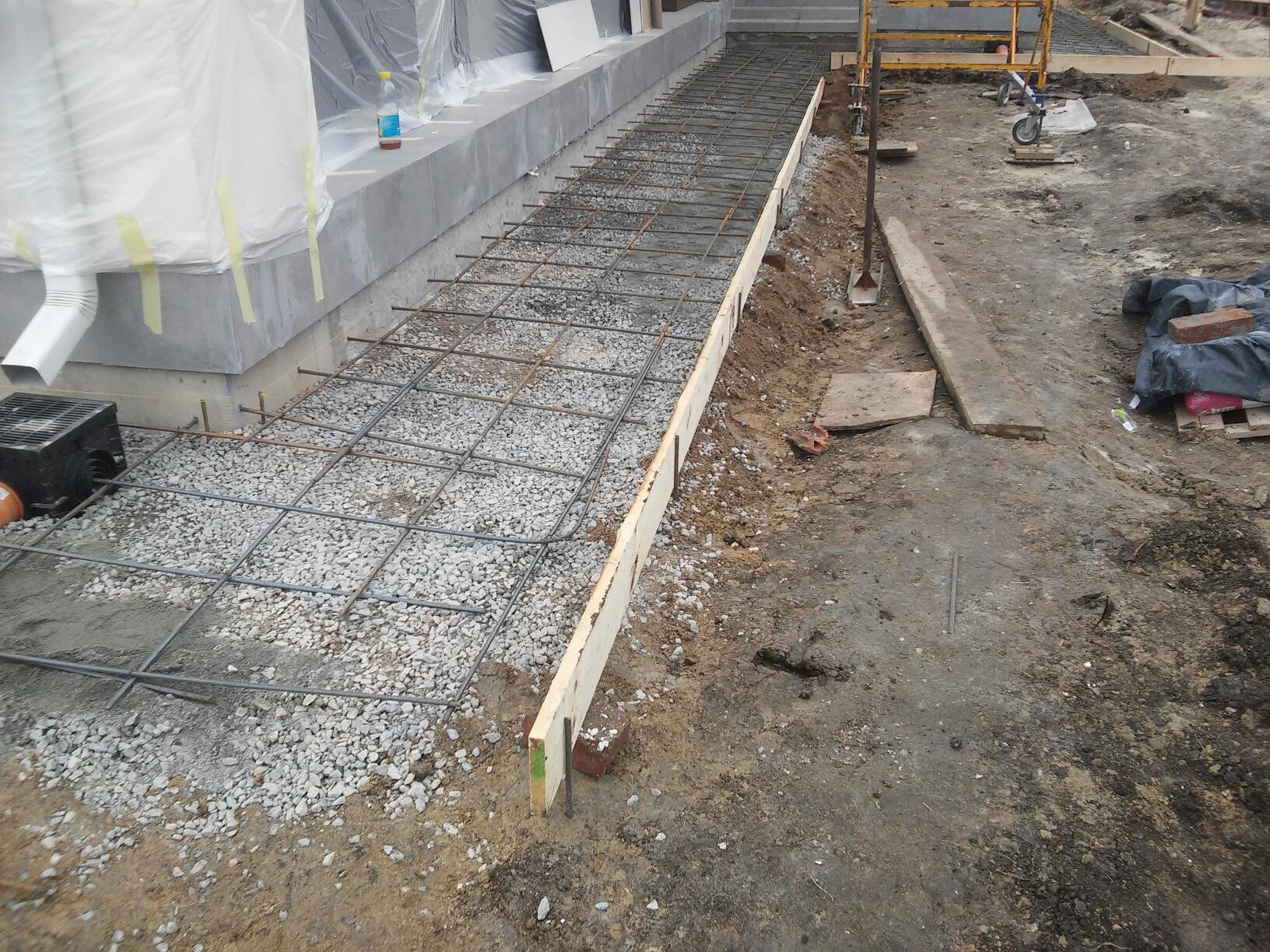 каким бетоном залить отмостку вокруг дома